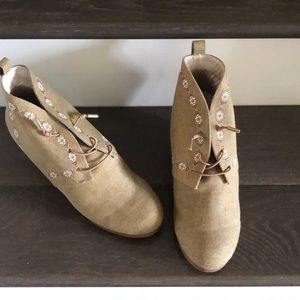 NWOT Canvas burlap boots